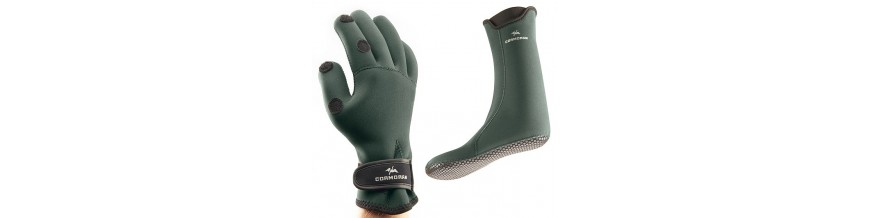 Gloves and socks for fishing and hunting